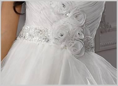 ウエディングドレスのウエストライン